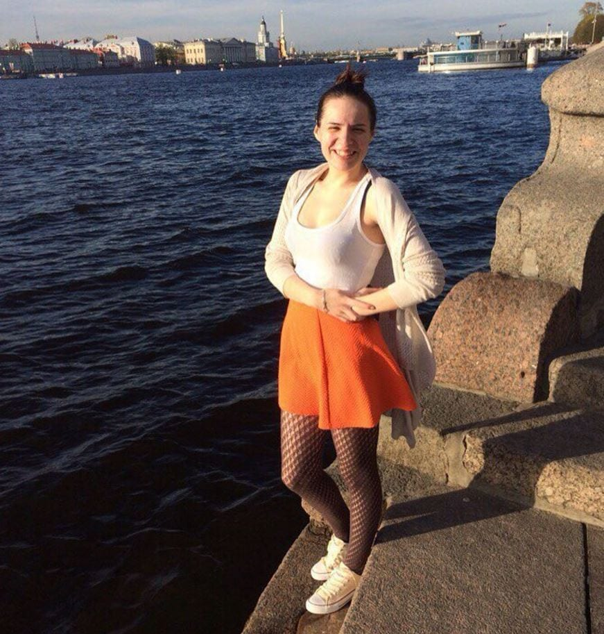 orange-skirt-and-top Orange Skirt Outfits - 27 Ideas on How to Wear Orange Skirts