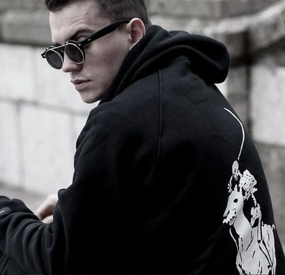 Ways for Men to Wear a Hoodie Stylishly (14)
