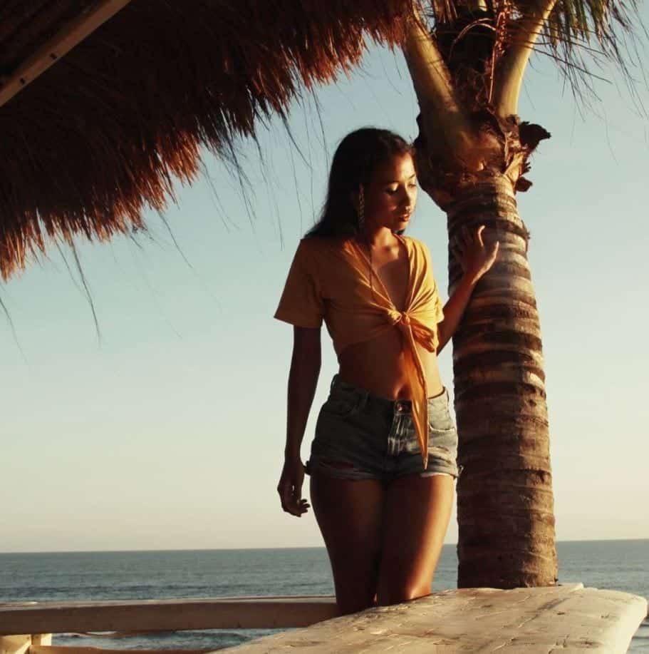 Beautiful Coachella Outfits for Girls (9)