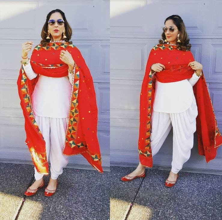traditional-look-1 20 Elegant Outfits for Pakistani Women Over 30