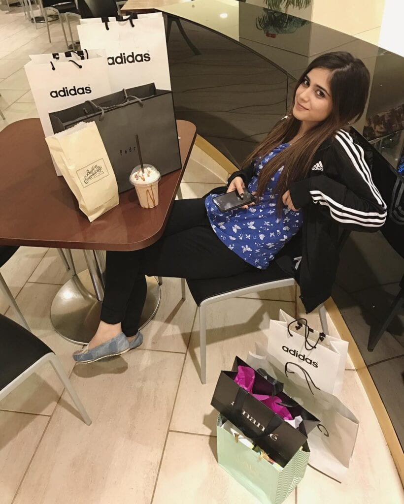 Aima-Baig-In-Her-Cool-Work-Out-Outfit-2-820x1024 Sporty Outfits For Pakistani Girls-20 Cool Gym Looks For Girls
