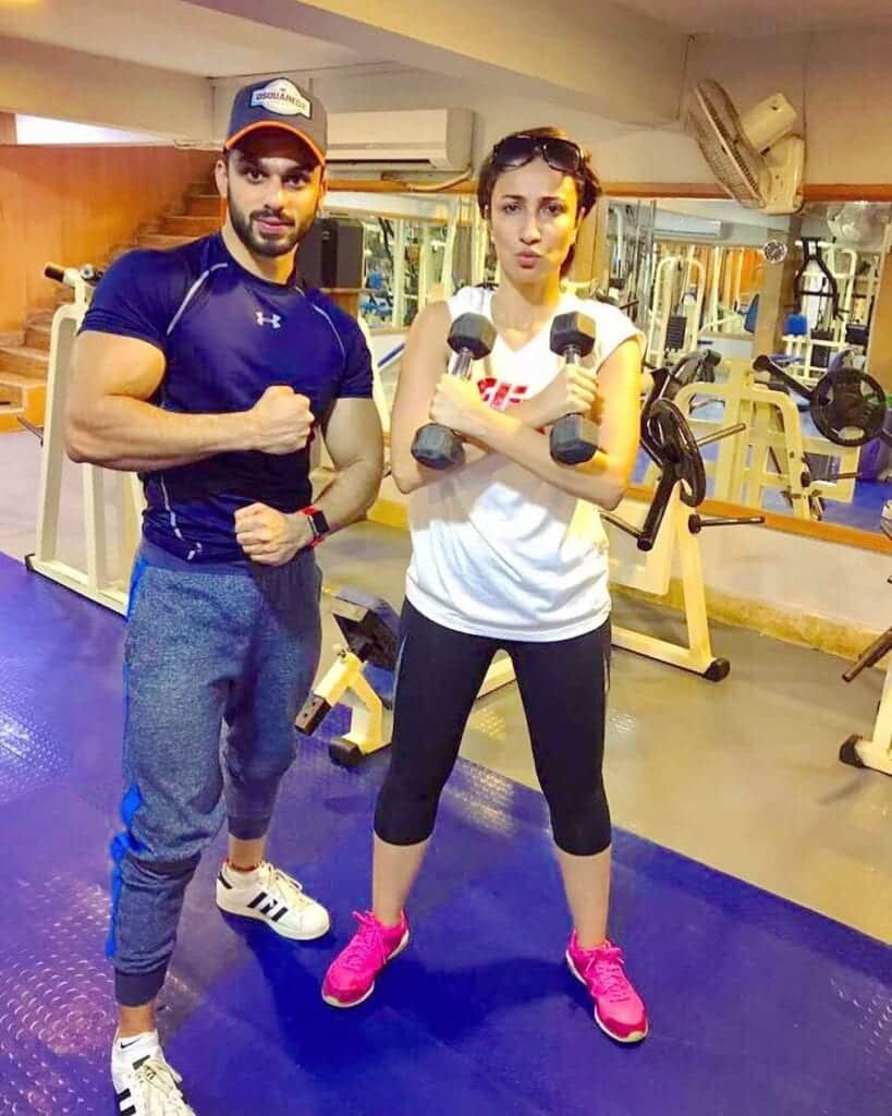 Anoushey-Ashraf-Working-Out-819x1024 Sporty Outfits For Pakistani Girls-20 Cool Gym Looks For Girls