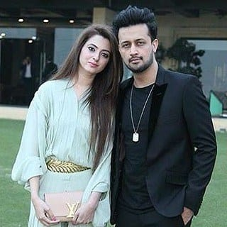 Atif-Aslam-And-Sara-Atif-3 Pakistani Couple Outfits-25 Best Outfits Of Pakistani Celebrities