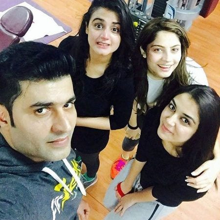 Black-And-White-Sporty-Outfit-2 Sporty Outfits For Pakistani Girls-20 Cool Gym Looks For Girls