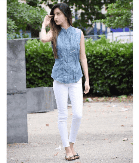 Denim-Outfit-for-Short-Heighted-Pakistanis 20 Classy Outfits for Pakistani Girls with Short Height