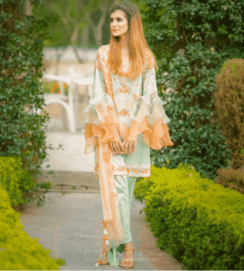 Lawn-Outfit-for-Breakfast-Parties-for-Pakistani-Girl 30 Trending Party Outfits for Pakistani Girls