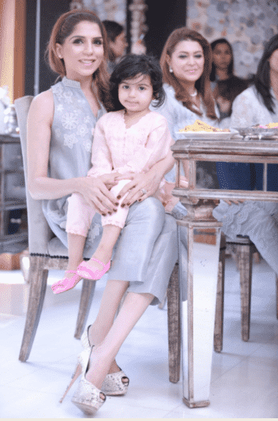 Mom-and-Daughter-Pastel-Dresses-Pakistani 20 Coolest Pakistani Mother Daughter Matching Outfits