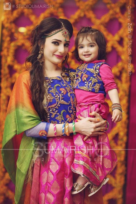 Mommy-and-Baby-Twinning-Outfits-for-Mehndi-Pakistani 20 Coolest Pakistani Mother Daughter Matching Outfits