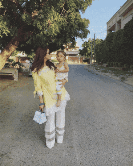 Pakistani Mother Daughter Outfits (8)