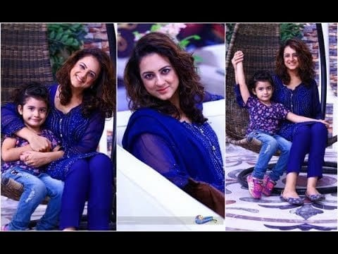 Mommy-and-Mini-me-Casual-Attire-Pakistani 20 Coolest Pakistani Mother Daughter Matching Outfits