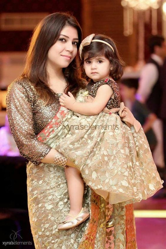 Mommy-and-Mini-me-Twinning-Party-Outfits-Pakistani 20 Coolest Pakistani Mother Daughter Matching Outfits