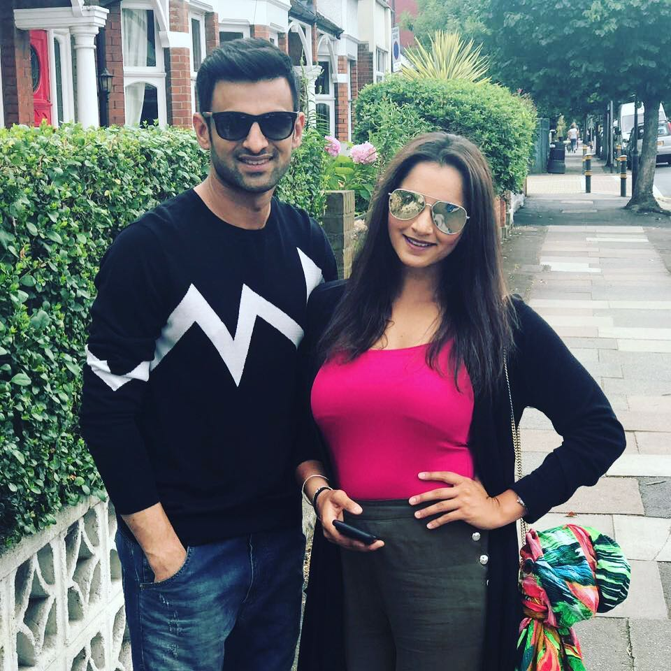 Shoaib-Malik-And-Sania-Mirza Pakistani Couple Outfits-25 Best Outfits Of Pakistani Celebrities