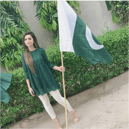 What-to-Wear-to-an-Independence-Day-Parties-for-Pakistani-Girl 30 Trending Party Outfits for Pakistani Girls