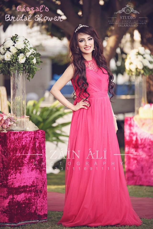 pakistani-bridal-shower-outfit-4 30 Best Bridal Shower Outfits For Pakistani Weddings