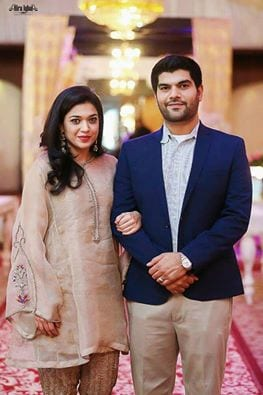 sanam-jung-with-husband Pakistani Couple Outfits-25 Best Outfits Of Pakistani Celebrities