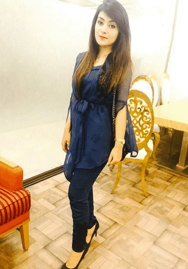 short-pakistani-girl-outfit 20 Classy Outfits for Pakistani Girls with Short Height