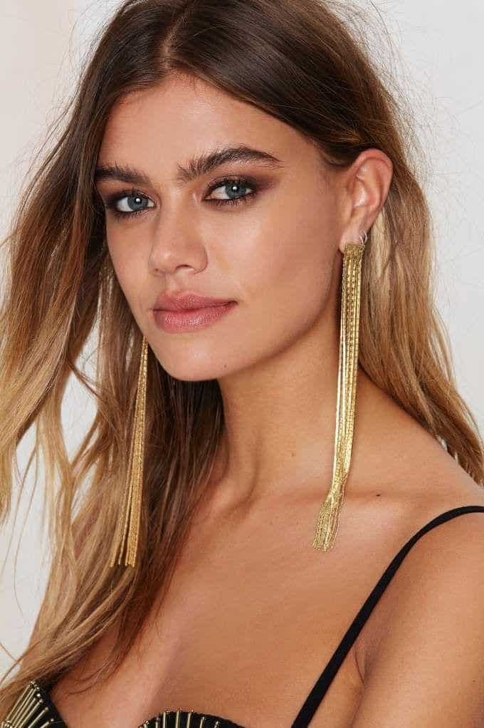 19 Cute Ways To Wear Earrings With Long Hairs