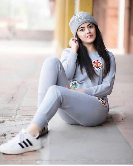 cute-winter-outfit-with-adidas-super-stars 19 Cute Sporty Style Outfits for School Every Girl Must Try