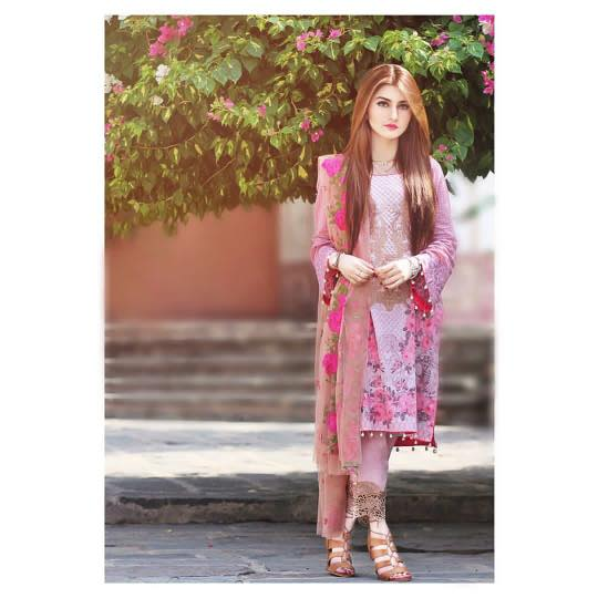 pakistani-designers-dresses 18 Chic Pakistan Street Style Fashion Ideas to Follow