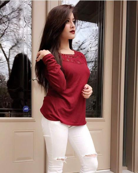 red-top-with-ripped-jeans 18 Chic Pakistan Street Style Fashion Ideas to Follow