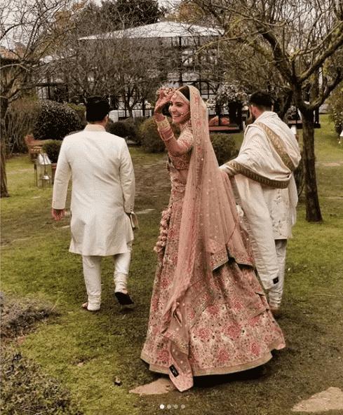 FireShot-Capture-7-Niche-Lifestyle®-@nichelifestyle-_-https___www.instagram.com_p_Bclrpo1lp2q_ Virat Anushka Wedding Pictures and Complete Movie