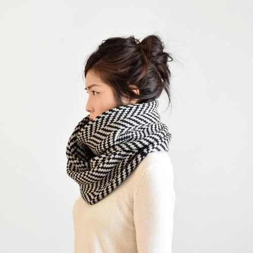 Reverse-Drape-Looks-Warm-500x500 Outfits with Scarves - 26 Ways to Wear a Scarf this Winter