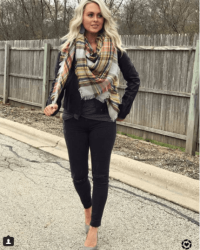 Square-Blanket-Scarf-for-Fall-400x500 Outfits with Scarves - 26 Ways to Wear a Scarf this Winter