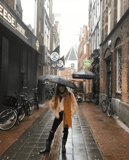 rainy-day-outfits-for-work 20 Outfit Ideas on What to Wear to Work When It's Raining