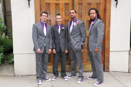 Converse-Sneakers-for-Groomsmen-500x333 28 Best Ideas on How to Wear Converse Shoes for Guys