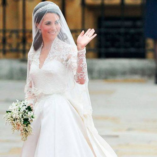 How-to-wear-a-Veil-with-Tiara-500x500 Bridal Birdcage Veil- 20 Best Ideas on How to Wear Cage Veil