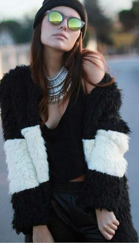 Keep-Your-Accessories-On-Point-286x500 27 Best Winter Travel Outfits for Women Trending these Days