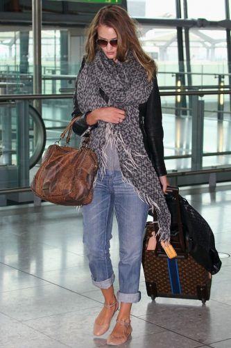 Oversized-Scarves-are-Mandatory-1-333x500 27 Best Winter Travel Outfits for Women Trending these Days