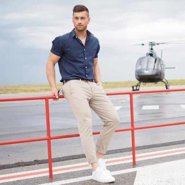 Classic-navy-and-Beige-600x600 25 Outfits to Wear with White Sneakers for Men