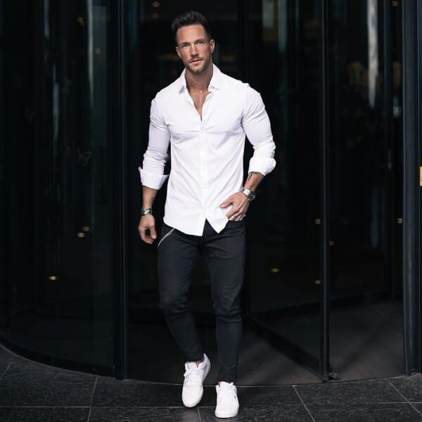 how-to-get-away-with-wearing-sneakers-to-office-600x600 Men's Business Casual Shoes Guide and 20 Tips for Perfect Look