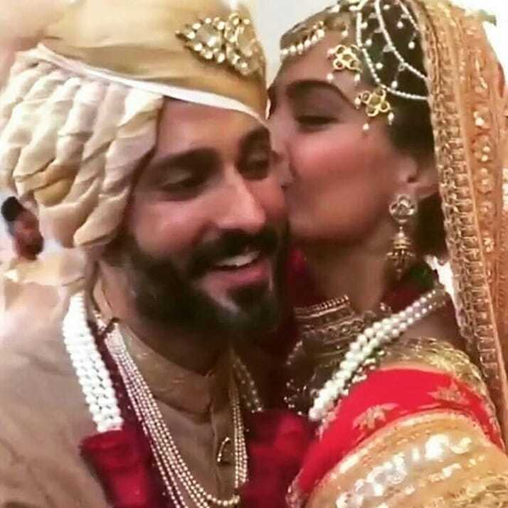 43-1 Sonam Kapoor Wedding Pics - Engagement and Complete Wedding Pictures