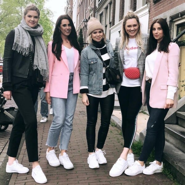 Squad-goals-600x600 25 Outfits to Wear With White Sneakers for Women