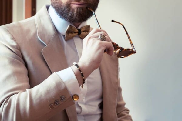How-to-Wear-Cufflinks-with-Single-cuffed-Shirts-600x399 How to Put on Cufflinks? 10 Simple Tips with Tutorial
