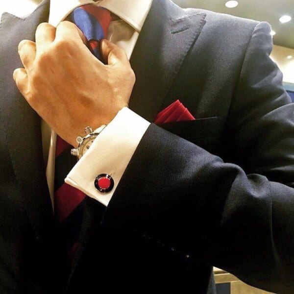 How-to-Wear-Cufflinks-with-frenchcuffed-Shirts-600x600 How to Put on Cufflinks? 10 Simple Tips with Tutorial