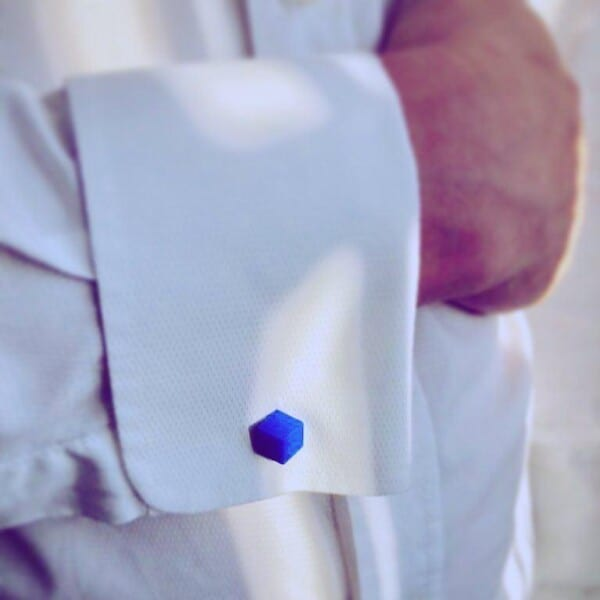 How-to-wear-bright-colored-cuffliks-600x600 How to Put on Cufflinks? 10 Simple Tips with Tutorial