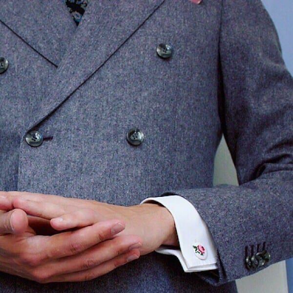 How-to-wear-cufflinks-with-a-coat-600x600 How to Put on Cufflinks? 10 Simple Tips with Tutorial