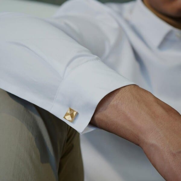 How-to-wear-cufflinks-with-a-white-sirt-600x600 How to Put on Cufflinks? 10 Simple Tips with Tutorial