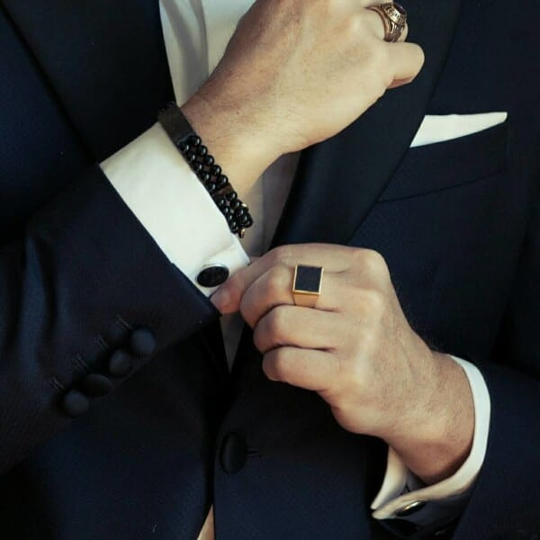 How-to-wear-cufflinks-with-other-jewelry-600x600 How to Put on Cufflinks? 10 Simple Tips with Tutorial