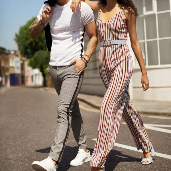 Verticle-stripes-600x600 18 Outfits To Make Your Legs Look Thinner