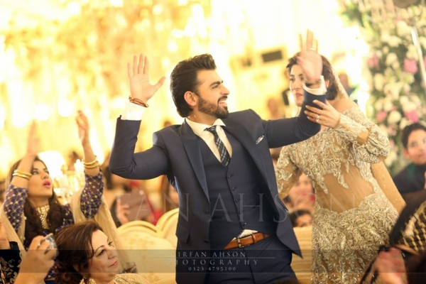 farhan saeed and urwa enjoying their mehndi barat
