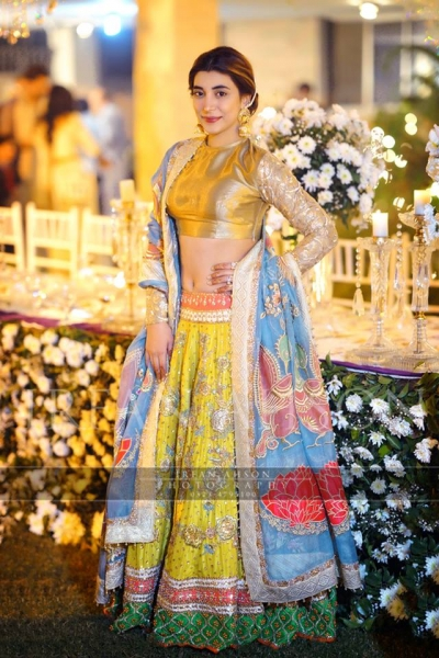 urwa hocane wearing golden outfit lehnga on qawwali night