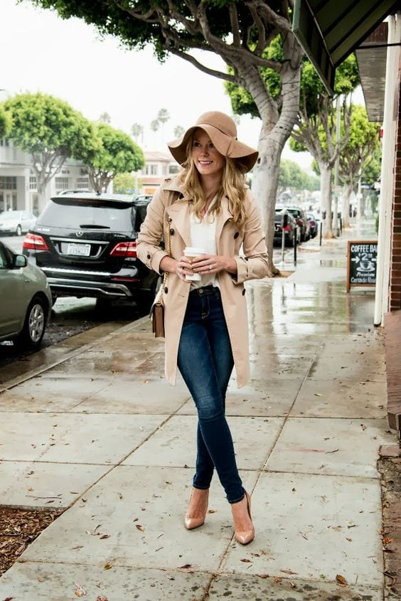 922a6caea12 Here is the cutest hat you can wear on a rainy day. RECOMMENDED  Raniy Day  Outfits Ideas  26 Cute Ways to Dress on Rainy Day