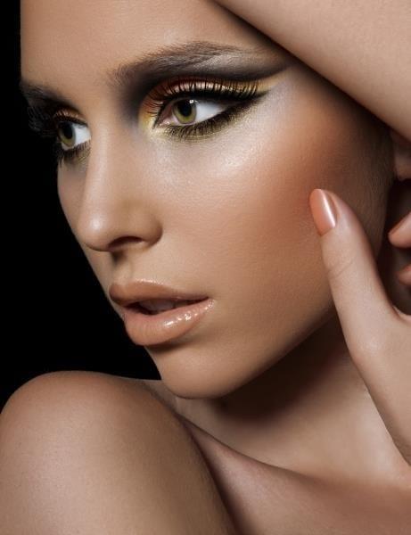glossy nude Lips Fashion Ideas
