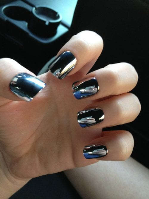 Black shinny mirror nails