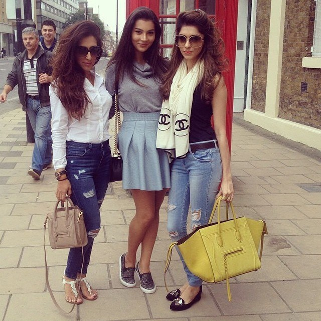 Pakistani Street Style Girls