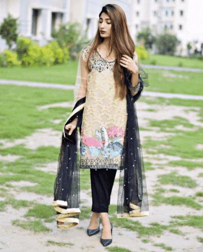 pakistani women street style outfits
